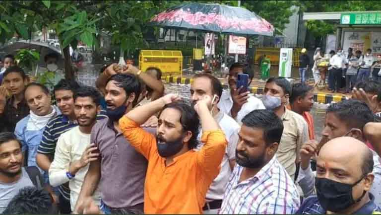 Still from viral video of the Jantar Mantar incident | Picture Courtesy: Twitter