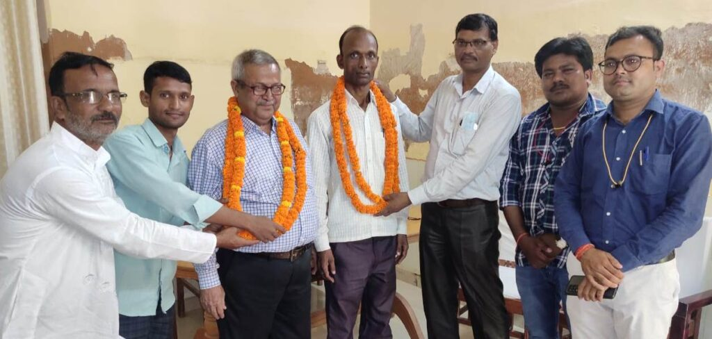 Two senior journalists Dr. S.K. Singh and Santosh Kasaudhan of Rudhauli got important posts in GRAPE Divisional Committee / Photo- Basti Khabar