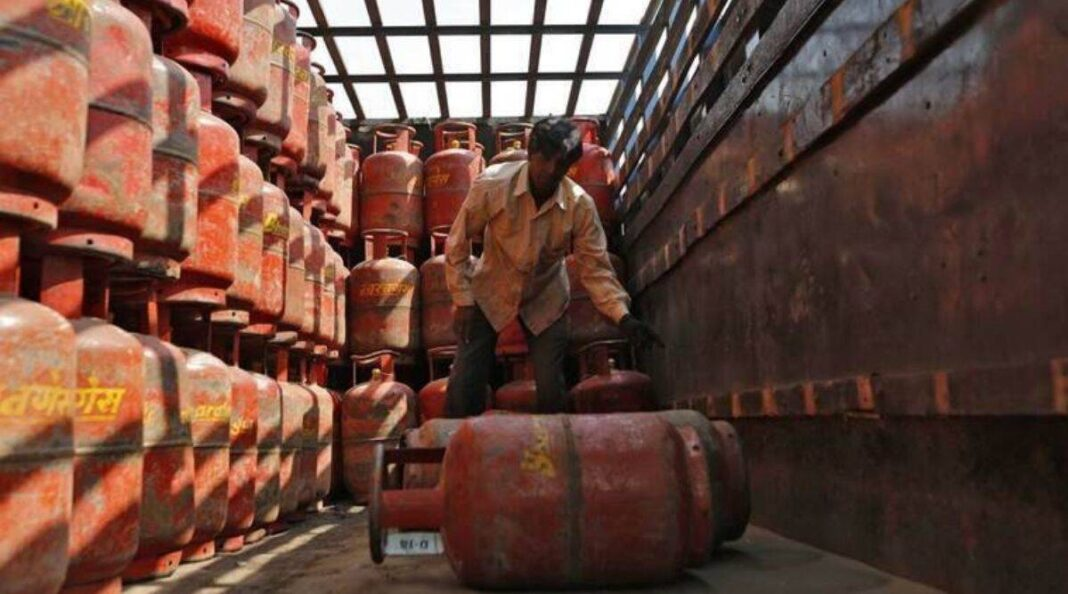 An LPG cylinder worth Rs 975 needs to be refilled twice a month, while the cost of cooking food on a 'chulha' will be Rs 500 per month, he claimed. (File)