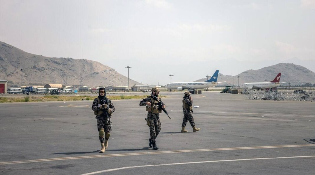 Members of the Taliban at the Kabul airport on August 31, 2021. (The New York Times: Jim Huylebroek)